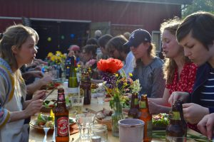 Sol, mat og låvedans på Kooperativets sommerfest 2016